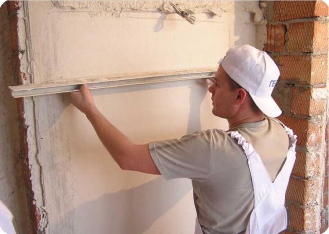 Под плитку стены в бане необходимо оштукатурить